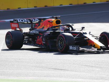 Verstappen (Red Bull) en Bakú.