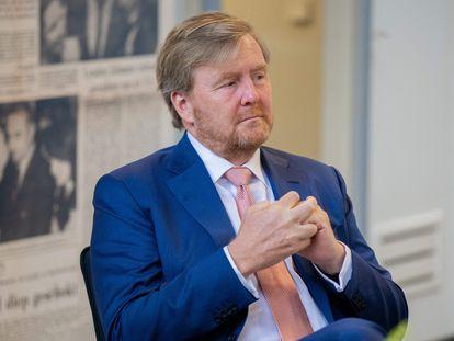 El rey Guillermo de Holanda durante su visita a los editores del periódico 'Brabants Dagblad' en Bolduqe el 31 de julio de 2021.