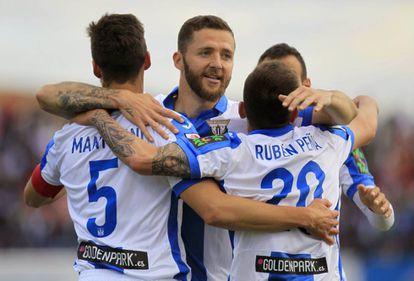 Los jugadores Leganés celebran el primer gol