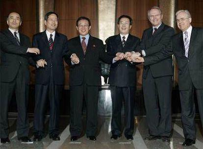 Los seis negociadores, reunidos en la capital china, han firmado un documento con los primeros pasos hacia la desnuclearización de Corea del Norte.