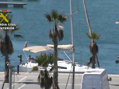 Uno de los veleros interceptados con hachís por la Guardia Civil en la operación Rigidity.
