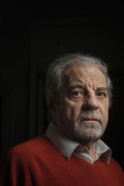 El escritor Juan Marsé retratado en su casa en Barcelona.
