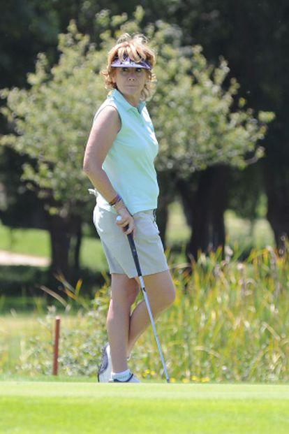 La expresidenta de la Comunidad de Madrid, Esperanza Aguirre, durante un torneo de golf wn junio de 2011.