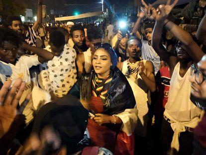 Las mujeres desempeñan un papel central en las protestas contra Omar al Bashir.