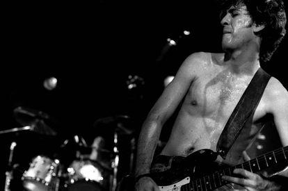 Hillel Slovak tocando en Holanda en 1988 con Red Hot Chili Peppers.