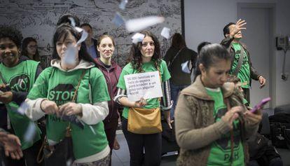 Protesta de la PAH en el Consorcio de Vivienda de Barcelona a principios de abril.