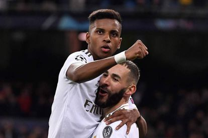 Rodrygo celebra junto a Benzema uno de sus tres goles