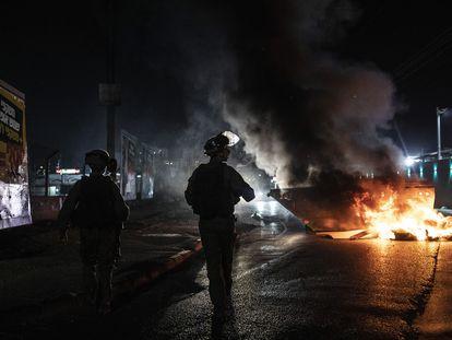 Enfrentamientos entre judíos y árabes de Israel, el miércoles en las calles de Lod.