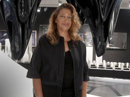 FOTO: Zaha Hadid en la exposición 'Beyond Boundaries, Art and Design' de Ivorypress, en Madrid, en septiembre de 2012. / VÍDEO: Quién es Zaha Hadid.