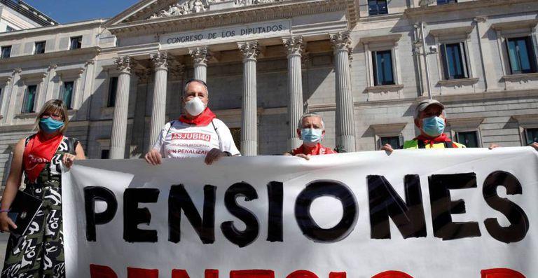 Pensionistas en una manifestación.