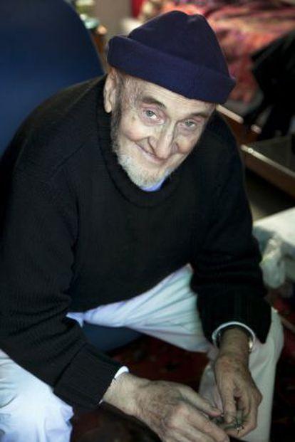 El escritor Álvaro Pombo, en su casa de Madrid.