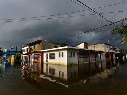 Una calle inundada en Villahermosa (Tabasco), en el sureste de México.