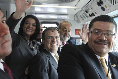 Carlos Slim, Marcelo Ebrard, Enrique Horcasitas y el exdirector del metro Francisco Bohorquez en la inauguración de la Línea 12 en octubre de 2012.