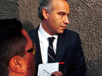 Juan Collado llegando a la Fiscalía Especial para Delitos por Lavado de Dinero de la Procuradoria General del República en 2003.