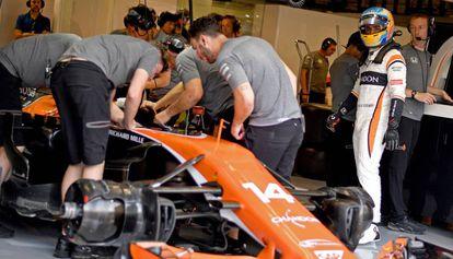 Alonso y su McLaren, en Monza