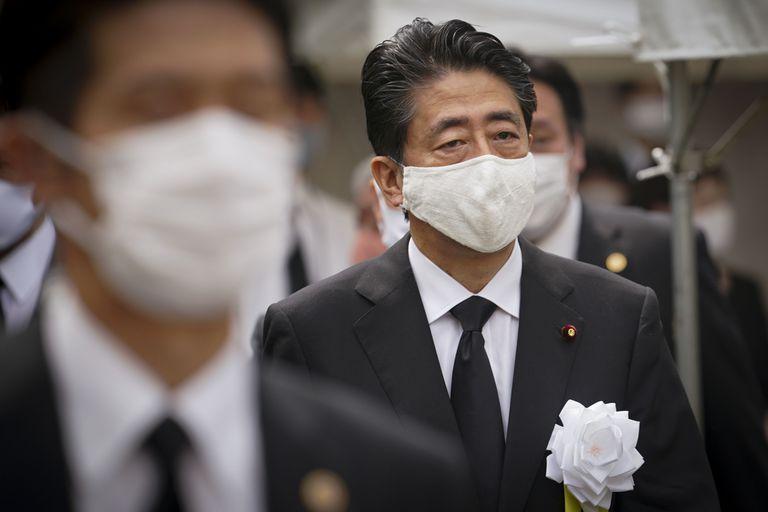 El primer ministro japonés, Shinzo Abe, en la ceremonia conmemorativa de la paz tras la Segunda Guerra Mundial celebrada en Nagasaki el pasado 9 de agosto.