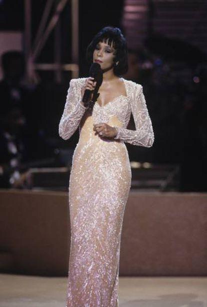 'I will always love you', interpretado por Whitney Houston, tocó la gloria y pulverizó al original.