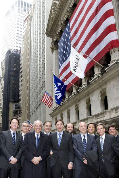 Francisco González (tercero por la izquierda), en Wall Street en 2009.