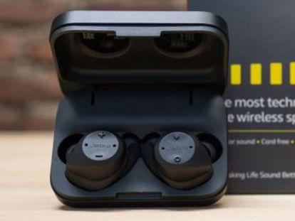 Unos auriculares, alternativa a los Airpods de Apple, pensados para deportistas