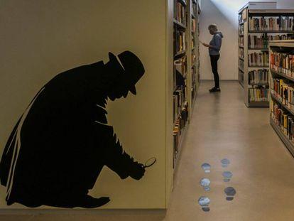 La biblioteca de Montbau de Barcelona reúne unos 800 libros de Paco Camarasa.