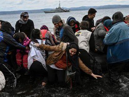 Cientos de refugiados se agolpan en el límite entre Grecia y Turquía en un intento desesperado de llegar a la UE