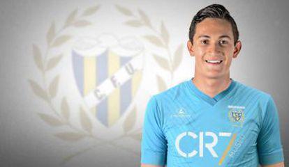 El jugador mexicano Gudiño posa con la camiseta del Unión de Madeira. Facebook oficial del Club.