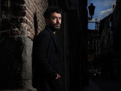 El director de cine Rodrigo Sorogoyen, en una calle del centro de Madrid el 26 de abril.