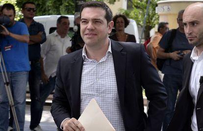 Tsipras, llega este martes a la sede de su partido en Atenas.