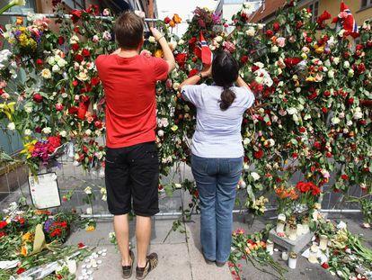 Un monumento en honor a las víctimas en Noruega, en 2011.