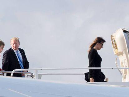 El presidente Donald Trump, su esposa, Melania, y su hijo, Barron, el lunes en Florida.