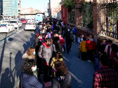 Entrada a un colegio de Madrid. LUIS SOTO