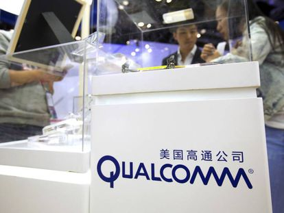 Expositor de productos de Qualcomm en una feria tecnológica