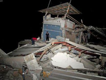Al menos 28 de los muertos pertenecen a localidades costeras, que han visto cómo edificios se partían en dos