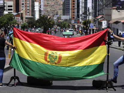 Manifestantes durante la huelga general de este viernes en La Paz.