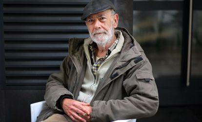 """""""Jo vaig créixer amb les dues llengües, en valencià i en castellà"""", diu Julio Bustamante."""