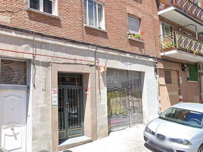 Amputan tres dedos con una katana a un hombre, que cae por la ventana de un piso del distrito de Latina.
