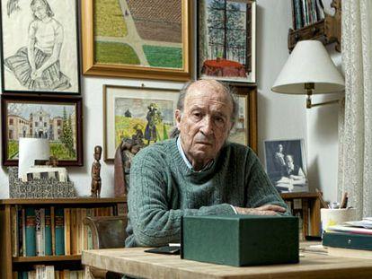 El escritor santanderino Jesús Pardo, en su casa. Foto: Claudio Álvarez.
