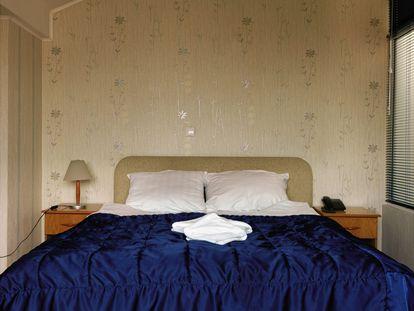 Habitación de un hotel de Skopje (Macedonia), donde estuvo un detenido por la CIA 23 días atado a la cama.