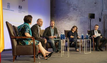Desde la izquierda, Smith, Alexander, Planelles, Ribera y Anderson ayer en el Hay Festival de Segovia.