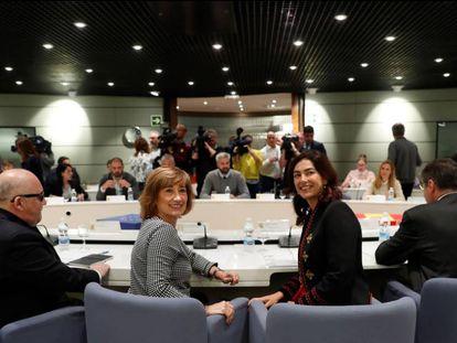 La secretaria de Estado de Empleo, Yolanda Valdeolivas (2i), y la presidenta del Consejo Superior de Deportes, María José Rienda (2d), este martes en el Ministerio de Empleo.