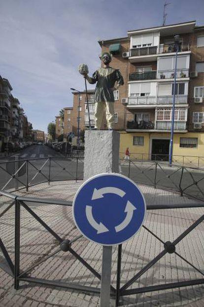 Protesta en forma de estatuas humanas en la rotonda del santo Niño, en Leganés.
