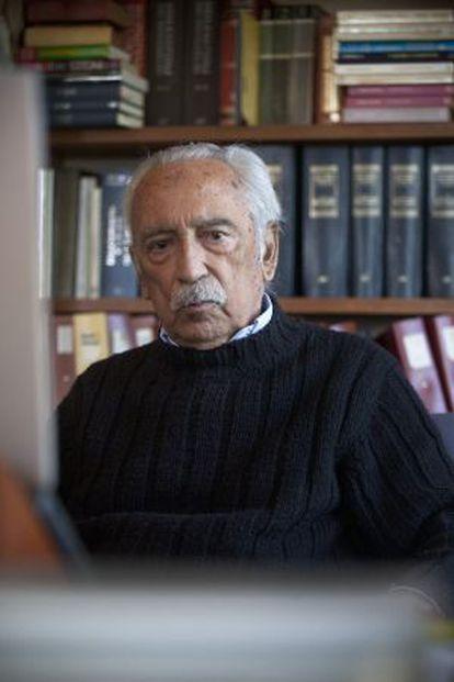 El filósofo y escritor Salvador Pániker en su casa de Barcelona.
