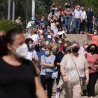 Sevilla/20-05-2021: Colas de acceso al centro de vacunación instalado en el Estadio Olímpico de Sevilla.FOTO: PACO PUENTES/EL PAIS