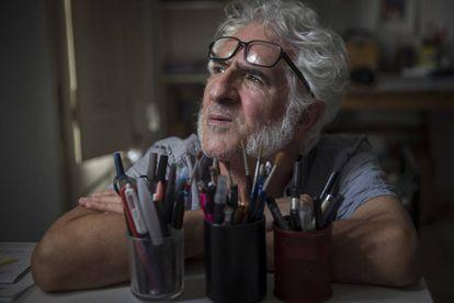 Miguel Ángel Gallardo, dibujante de cómic, en su estudio.