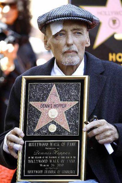 Dennis Hooper posa en el Paseo de la Fama en Hollywood el pasado mes de marzo