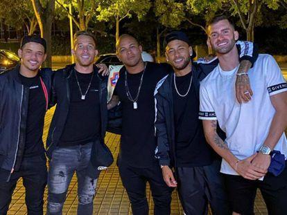 Neymar, el jueves por la noche en Barcelona, con Arthur y Baptistao.