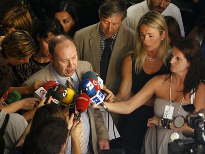 El jefe de la delegación del Parlamento Europeo, Derek Vaughan, en junio en la Generalitat.