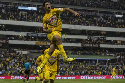 Jiménez celebra un gol con el América.