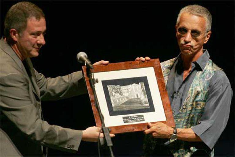 El pianista Keith Jarret recibe el premio del Festival de Jazz de manos del director del certamen.