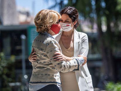 Esperanza Aguirre e Isabel Díaz Ayuso, este viernes.